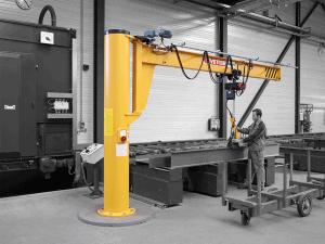 Assistent søjlesvingkran, der kan anvendes på arbejdspladser med lavt til loftet og i trange områder