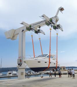 Lystbådekran til håndtering af lystbåde og yachts