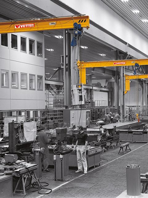 Geselle svingkran til produktionshaller eller ved individuelle arbejdsstationer