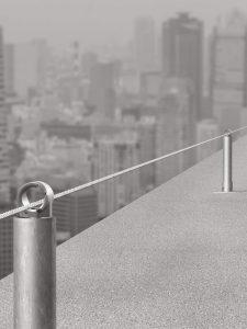 Horisontalt forankringssystem med forankringswire til montering på bygningsmure, konstruktioner, tage eller terrasser o.s.v.