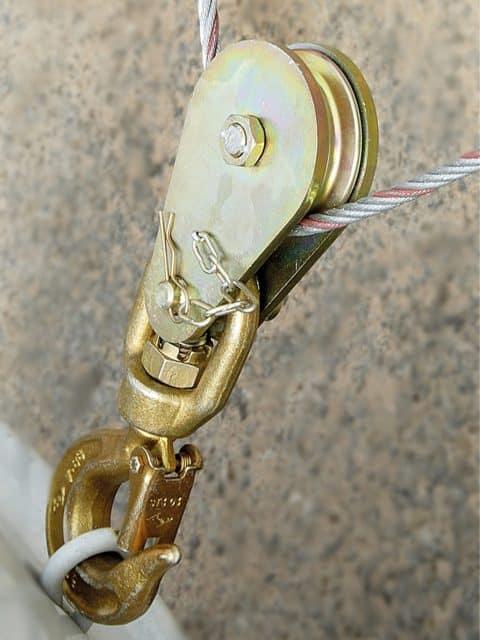 Kasteblok, der automatisk låses når topkrogen drejes til normal position