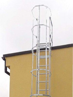 Aluminiumsstige med rygbøjle for sikker adgangsvej